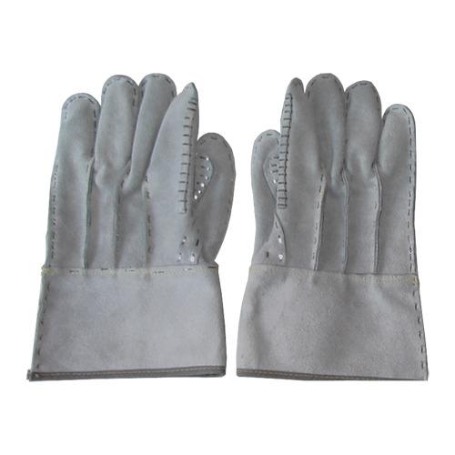 Rękawice nabijane stalowymi zszywkami