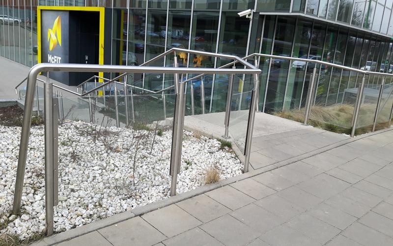 balustrada-szklana-800x500